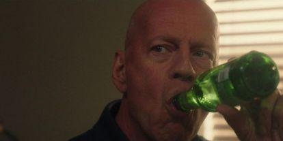 Tudod, mivel foglalkozott Bruce Willis, mielőtt befutott színész lett?