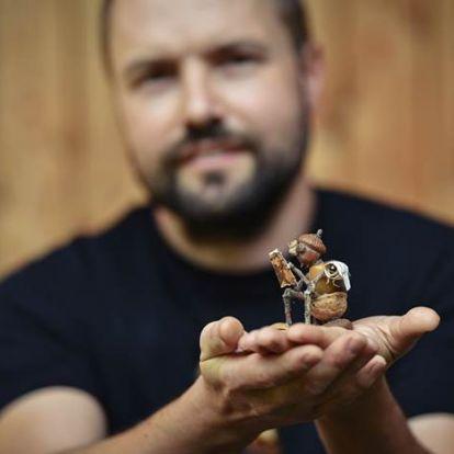 """Dubánci, avagy """"Makk Marcik"""" Csehországból. Petr Vaclavek háromgyermekes prágai apuka saját tölgyfái terméséből készít zseniális figurákat"""