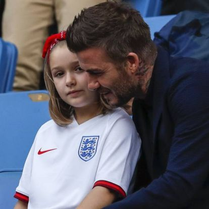 Támadják David Beckhamet, amiért szájon puszilta kilencéves lányát