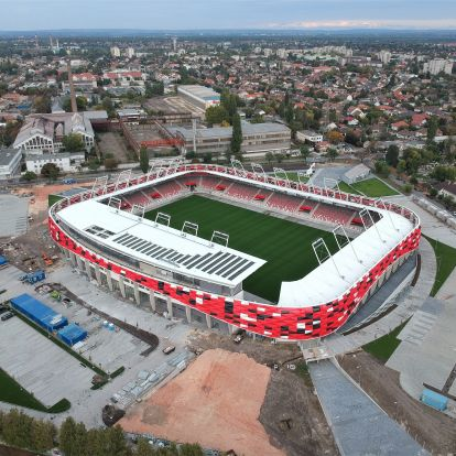 Nemsokára elkészül Szijjártó Péter kedvenc focicsapatának stadionja – drónfelvételek