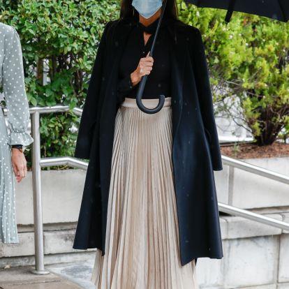 La reina Letizia acude a los Premios Nacionales de la Moda con una elegante falda de Massimo Dutti