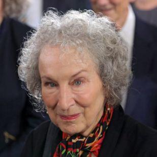 Margaret Atwood a Narancsnak: Az Egyesült Államokban be-betiltják a Szolgálólányt