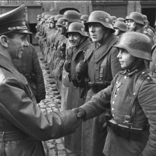 A német háborús kudarcokkal vált egyre fontosabb szereplővé Joseph Goebbels