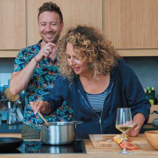 Hogy miket össze nem párosít Pokorny Lia és Szatmári Feri egy új szakácskönyvben