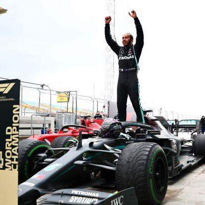 F1: Hamilton többször tárgyalt a Ferrarival