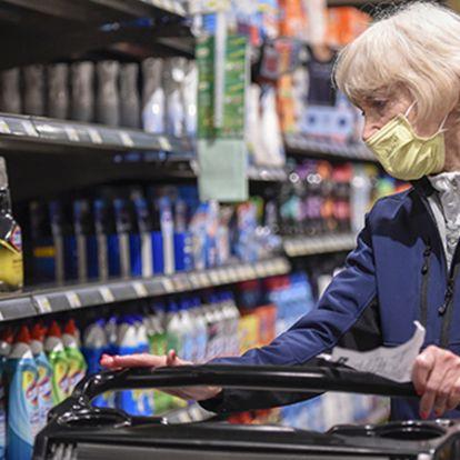 Védett sávot kapnak az idősek az üzletekben
