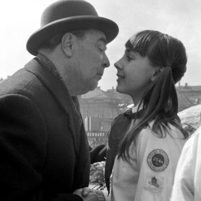 """Bródy János Brezsnyev szivarzsebében: a KISZ 1983-as menetén """"Békés indulatokat"""" kért, amíg a többiek az Internacionálét énekelték"""