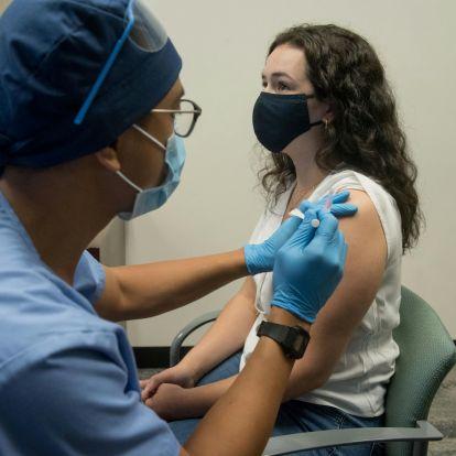 Milyen mellékhatásai vannak a nyugati vakcináknak? És az orosznak?