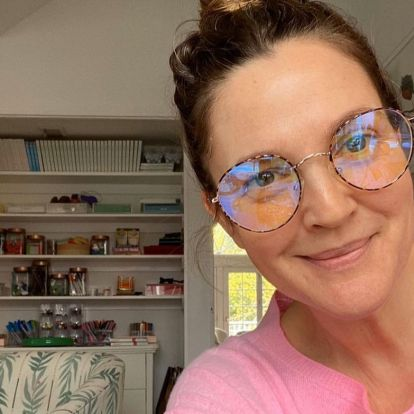 How To Mix Wallpaper Prints, According To Drew Barrymore