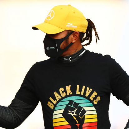 Lewis Hamilton a BLM mozgalomért vezetett 2020-ban