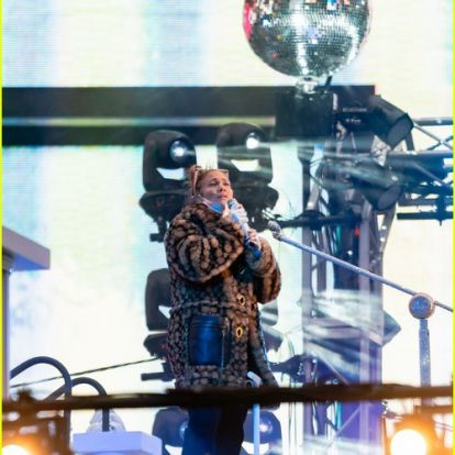 Jennifer Lopez's Fiance Alex Rodriguez Cheered Her on at Final NYE Rehearsals in Times Square
