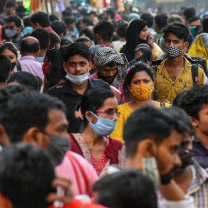 A szakértők sem igazán értik, mitől zuhant be Indiában a fertőzöttek száma