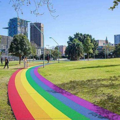 Csodaszép szivárványos utat adták át Ausztráliában