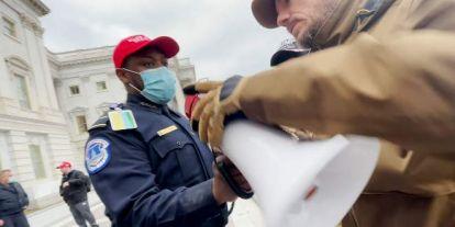 Hat rendőrtisztet felfüggesztettek a capitoliumi rendőrségnél