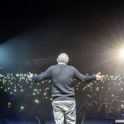 Meghalt az énekes, akit a kocsmák zenegépeitől az értelmiségi szalonokig mindenki szeretett a Balkánon