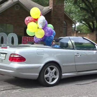 A századik születésnap autós felvonulással való megünneplése népszokás lett Amerikában