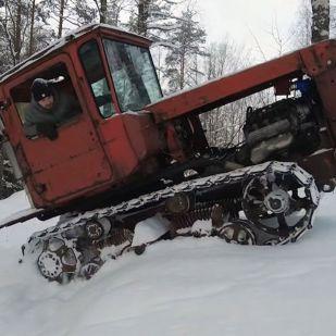 Az öreg lánctalpas kapott egy V8-as motort és főnixkét támadt fel