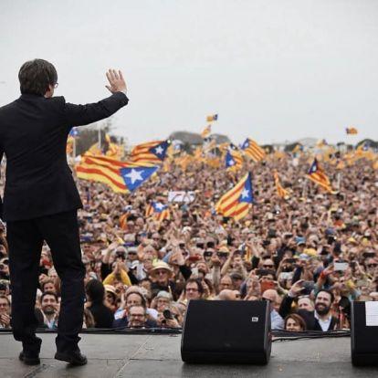 A mentelmi jogunk felfüggesztése nem Katalóniáról szól, hanem az európai demokráciáról – Carles Puigdemont az Azonnalinak