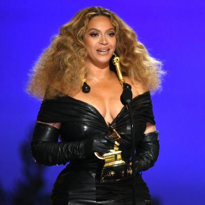 A 39 éves Beyoncé dögös miniruhában mutatta meg formás idomait: minden szem rászegeződött a Grammy-gálán