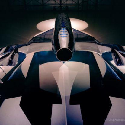 Megérkezett Richard Branson űrturistáknak szánt űrhajója, DiCaprio is ezzel repül majd