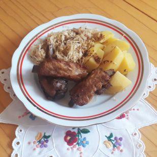 Sült oldalas káposztával és krumplival