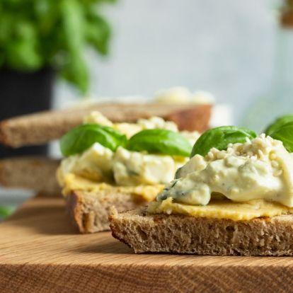 Medvehagymás, sóskás, snidlinges – 3 zseniális tavaszi tojáskrém