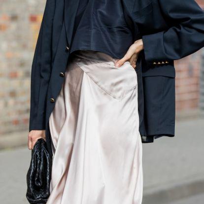 Visszatért a '90-es évek legnőiesebb darabja: a szaténszoknya már nem csak alkalmi viselet, az utcán is divatos