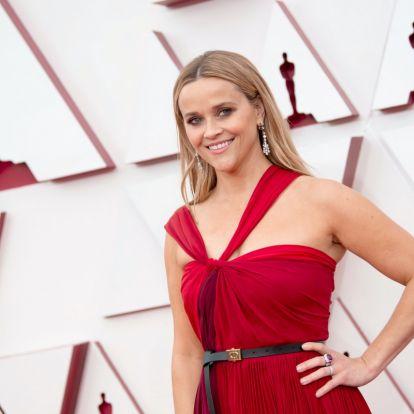 Lélegzetelállító ruhák az Oscarról: a 45 éves Reese Witherspoon tűzpiros estélyiben gálázott