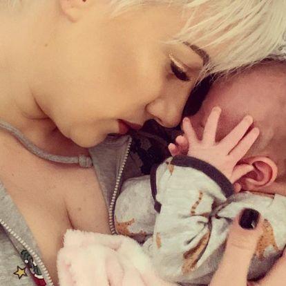 Tóth Gabi megmutatta kislányát