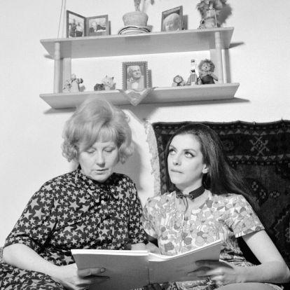 Ritkán látott képekkel emlékezünk híres magyar édesanyákra