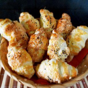 Réteges sajtos-vajas kifli dagasztás nélkül