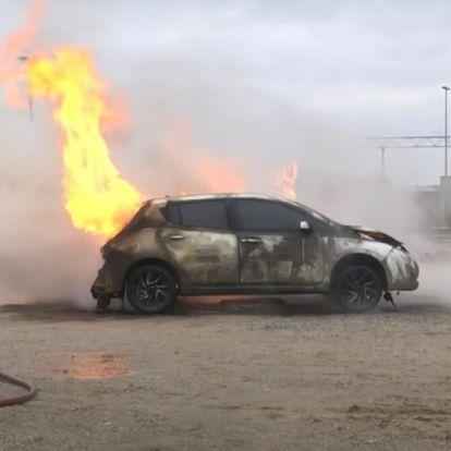 Tűzálló takaróval pillanatok alatt eloltható az égő autó