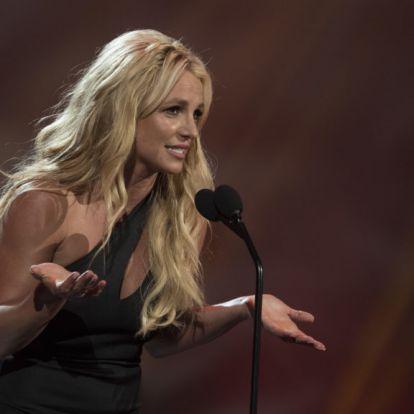 Britney Spears haja rózsaszín lett
