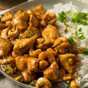 Szaftos ázsiai csirkemell pirított kesudióval