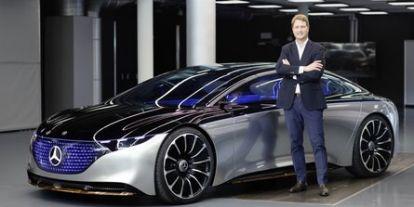 Munkahelyekbe fog kerülni a villanyautókra való átállás a Daimler vezére szerint