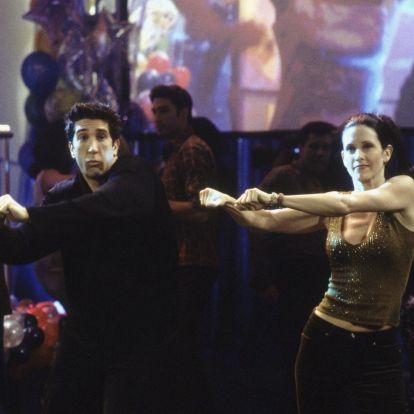 Courteney Cox Ed Sheerannel nyomta el Monica és Ross táncát a Jóbarátokból