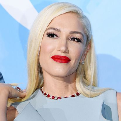 Az 51 éves Gwen Stefani gyakran veti be ezt a trükköt: így változik meg az arc a vörös rúzstól