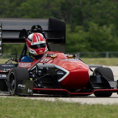 Michelisz is kipróbálta az új magyar elektromos versenyautót