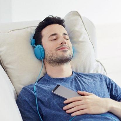 Nem jó, ha alvás előtt zenét hallgatunk