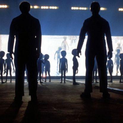 25 éve az amerikai hazafiak földbe döngölték a barátságtalan űrlényeket