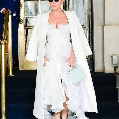 Lady Gaga meglepően konszolidált ruhában mutatkozott