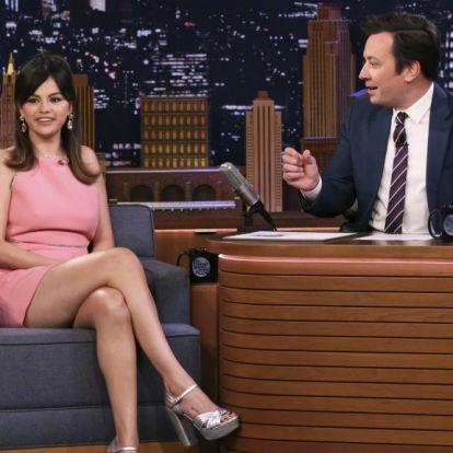 Selena Gomez bikinigyártásba kezdett