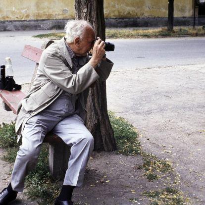A világ egyik legnagyobb fotósa kis alföldi falut érzett hazájának – és erről végre Budapesten is megbizonyosodhatunk