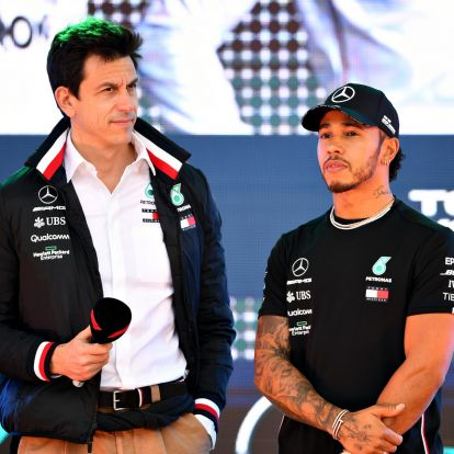 Nem is akart hosszabbítani Hamiltonnal a Mercedes, de nem volt más választása?