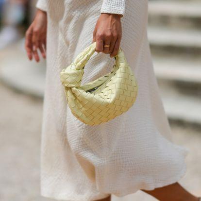 Minden táska divatos most, amit egy péksütemény ihletett: a bagettfazon után befutott a croissant!
