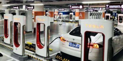 Ennyit kereshet a Tesla az új töltőhálózatával