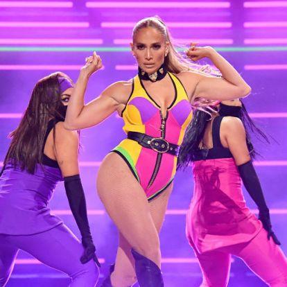 Jennifer Lopez falatnyi bikinije nem sokat bíz a képzeletre