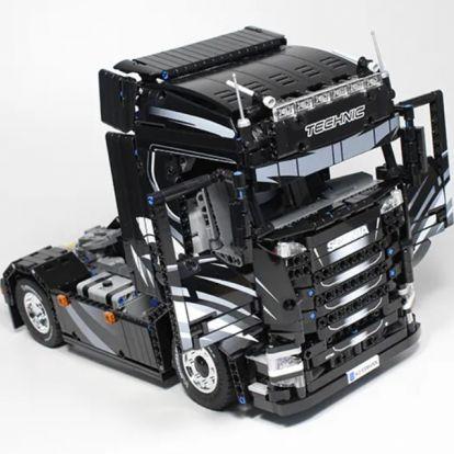 Most már Legóban is készülhet az egyik legerősebb Scania
