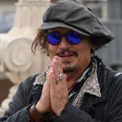 Spanyol női filmesek tiltakoznak Johnny Depp életműdíja miatt