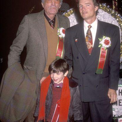 Ilyen jóképű fiatalember Gregory Peck unokája, Ethan Peck